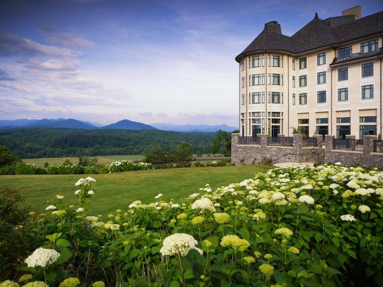 十大风景绝美的度假酒店    该酒店是蓝岭山脉上一处美国国家历史名胜