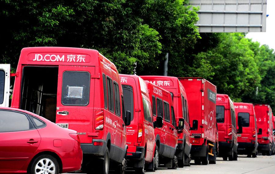 京东上海仓库搬迁引发罢工 百辆快递车被扣