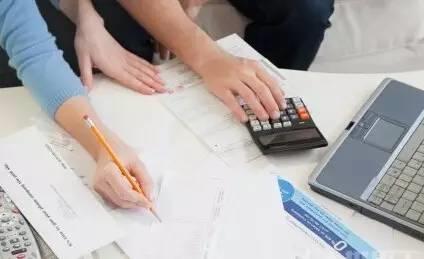 记账,这个看似琐碎的习惯,却能帮你了解每个月的金钱流向,还可借此检视是否产生不必要的花费,让你省下一笔钱。有时,你甚至会因为嫌记账麻烦而放弃一时的购买欲望。记得,小编要教你的不是遏止消费,而是有意识地合理规划自己的财务。