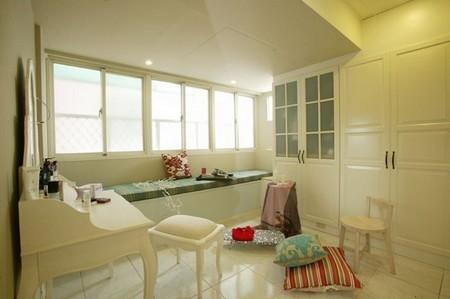 家居裝修效果圖:飄窗以及右邊的大柜子