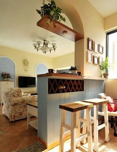 客厅隔断装修效果图:吧台和隔断的完美融合.