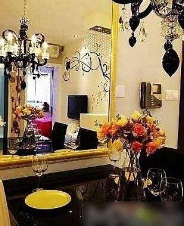 而去年有报道称,他在上海古北富人区还有一处公寓。该套公寓位于古北国际社区成熟地带,目前二手房均价为53492元/平方米。他很早就在此置业,投资回报应该不小。