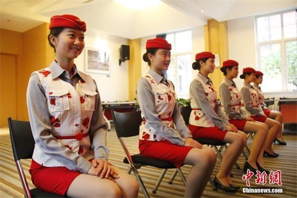 空姐标准坐姿_世界航线大会志愿者选拔 准空姐空少拼颜值