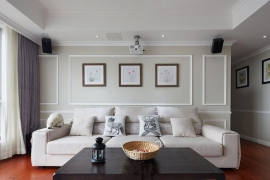 白色的墙壁搭配白色的沙发装修效果图