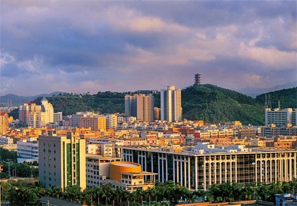 东莞财�:`&_东莞凤岗镇的房价今年以来迅速上升,与凤凰镇的差距已然很小,只少100