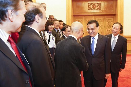 国务院总理李克强31日下午在人民大会堂会见来华出席亚洲新闻联盟年会的各国媒体负责人。中新社