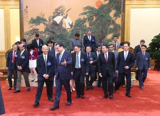 国务院总理李克强31日下午在人民大会堂会见来华出席亚洲新闻联盟年会的各国媒体负责人。新华社