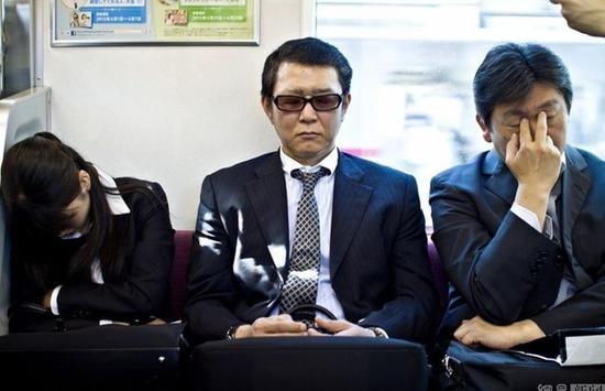 日本政府报告:个人消费低迷