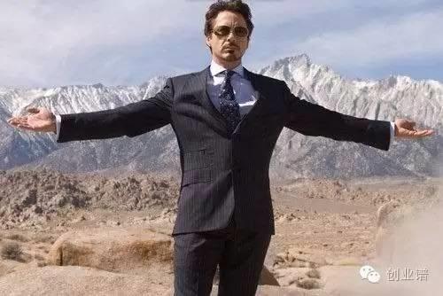 """""""钢铁侠""""托尼·斯塔克,父亲是斯塔克工业的董事长."""