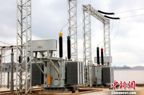 牵引变电所内220kv变压器设备.