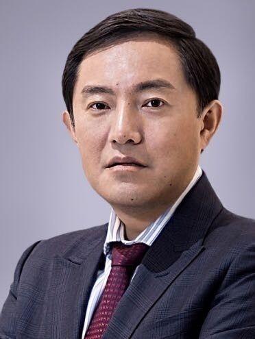 汤晓东先生:现任华夏基金管理公司总经理,硕士。曾任职于摩根大通、荷兰银行、苏格兰皇家银行、中国证监会等。