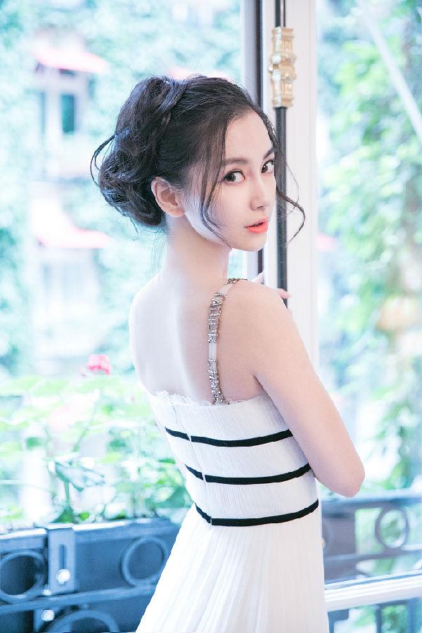 杨颖angelabbay,肤白貌美已经不足以形容她的美丽了,宛若仙女.