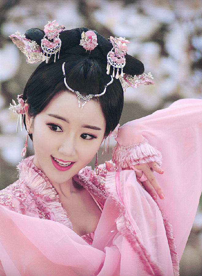 赵丽颖杨幂刘亦菲热巴 哪位女星穿古装最美?