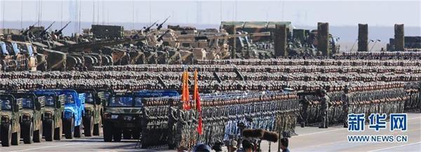 7月30日,庆祝中国人民解放军建军90周年阅兵在位于内蒙古的朱日和训练基地举行。中共中央总书记、国家主席、中央军委主席习近平检阅部队并发表重要讲话。这是受阅部队。新华社记者