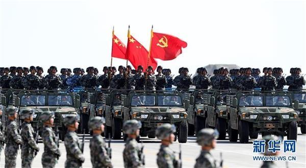 这是护旗方队。新华社记者