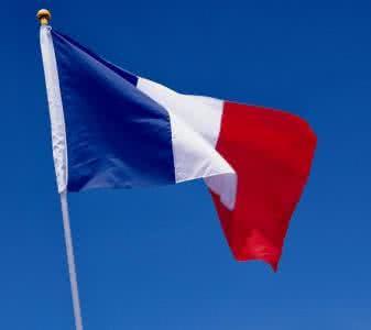 """马克龙接手了一个""""非常愤怒""""的法国 新的考验很快就会来到"""