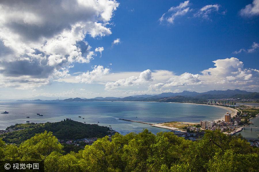 位于海南岛北部,是一座富有特色的海滨旖旎风光的滨海城市.
