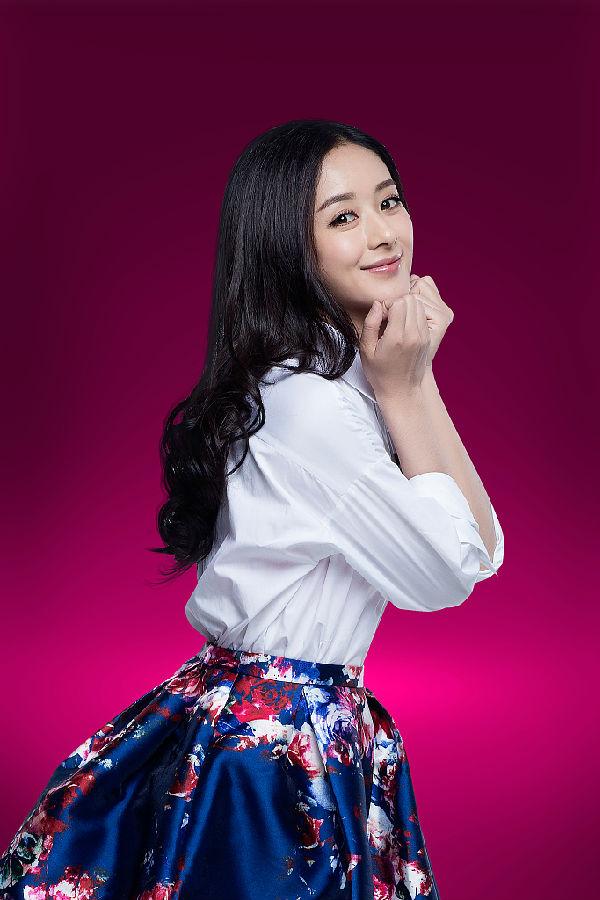 赵丽颖,一张圆圆的娃娃脸上常常看到无辜呆萌可爱的傻笑,这也是一种