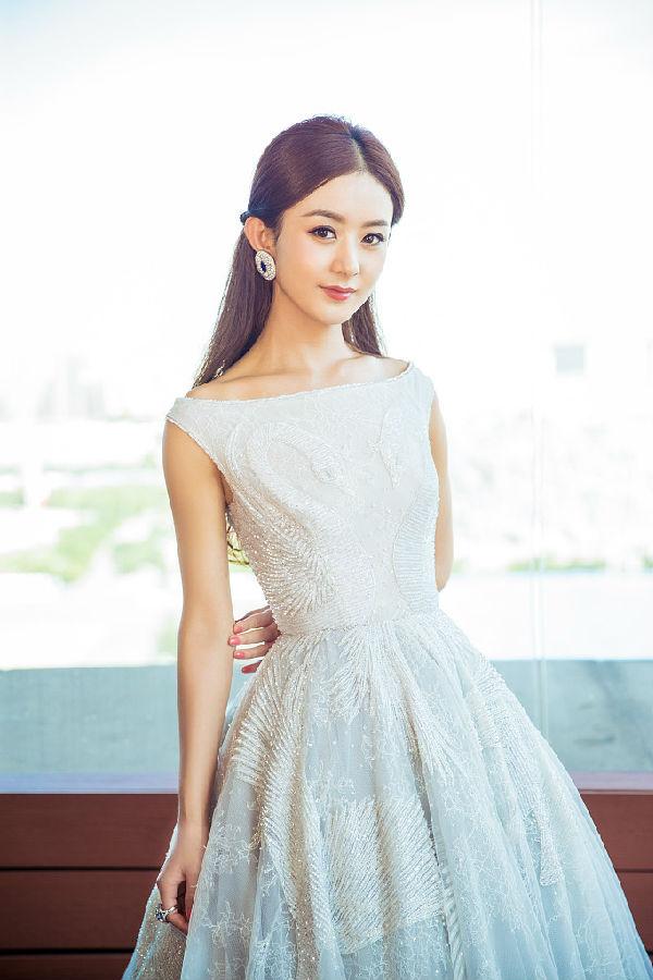赵丽颖,萌萌哒的小脸怎么看都不是整容脸.