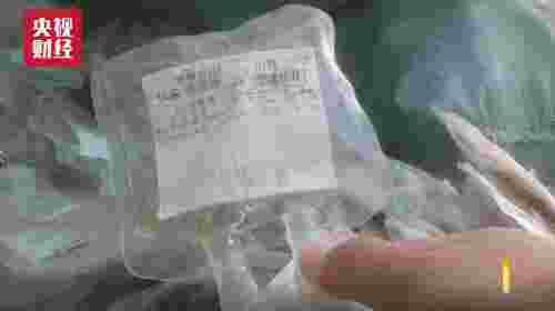 再生料颜色发黄发灰,被下游企业加工为洗脸盆、卫生盆、塑料网袋等产品,发往山东、河南等地。单单一家工厂一天就生产十万多只蔬菜网袋,行销全国各地,甚至流入到了儿童玩具领域,严重侵害消费者安全。