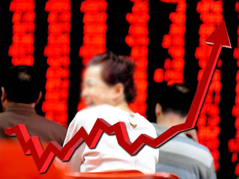 恒指时隔十年重回三万点 中国经济引领港股风向