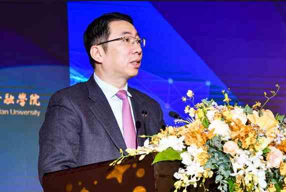 郑杨:做好四方面的工作确保上海能迈入全球金融中心前列