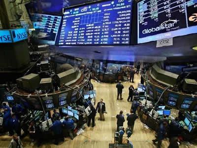 欧美股市再遭重挫道指两日跌超1300点 金价受追捧飙升近3%