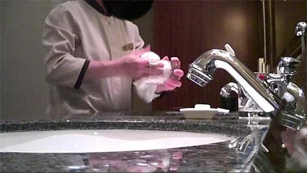 你住的五星级酒店有多脏:毛巾擦完马桶擦杯子