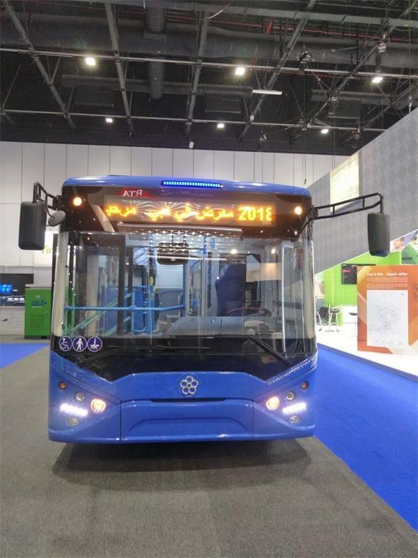 银隆新能源12米低地板纯电动公交车正面