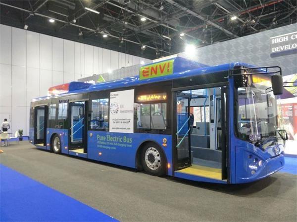 银隆新能源12米低地板纯电动公交车侧面