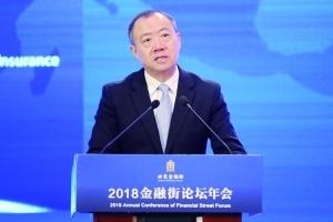 中国银保监会副主席黄洪记者