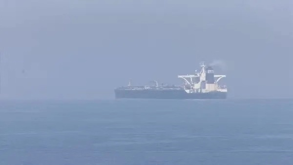 伊朗油轮在红海海域发生爆炸 国际油价大涨