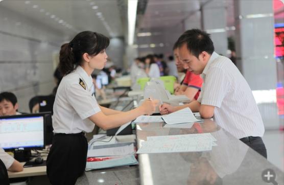 """西南地区首次落地!重庆海关启动""""两步申报"""" 进口货物通关仅需2分钟"""