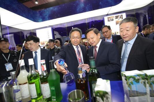 比过去更精彩的是未来 王耀出席世界名酒价值论坛谈酒业发展