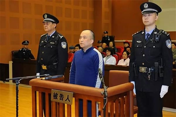 涉案132亿让老人上当!南京诈骗犯被判无期徒刑,要求唐国强为自己辩护