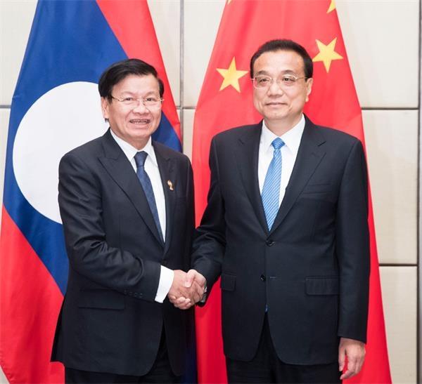 李克强会见老挝总理通伦