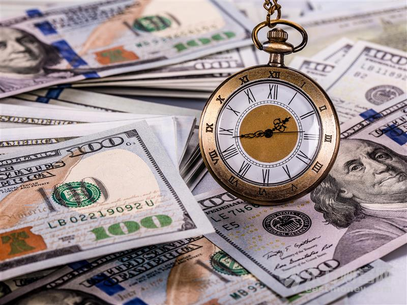 美联储维持联邦基准利率不变