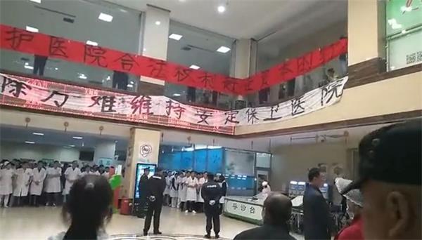 目击最狗血上市公司内斗:火力全开 蛋袭总裁 警方跨省抓人 两大高管遭立案