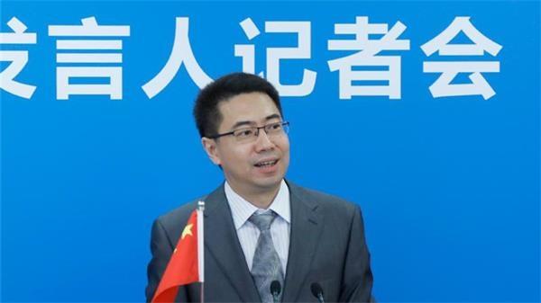 人大法工委发言人臧铁伟介绍立法工作有关情况并回答记者提问。