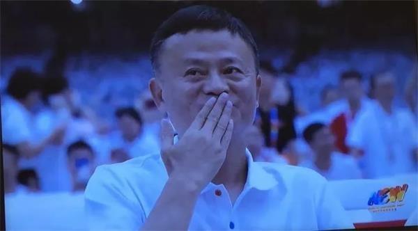 """刚刚 马云泪洒阿里巴巴年会现场:""""我希望换个江湖"""""""