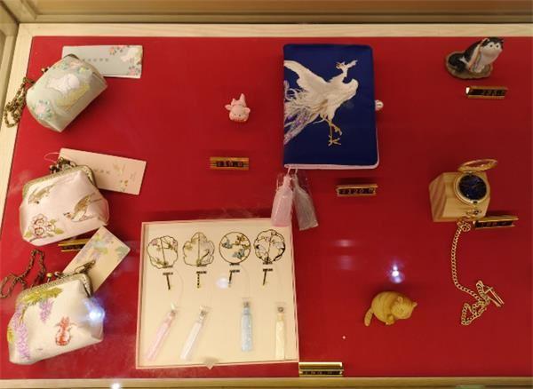 故宫彩妆、故宫摆件、故宫书签······一大波故宫文创来袭