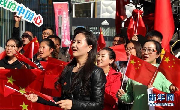 (社会)(5)多地举行祝福香港·点赞祖国活动