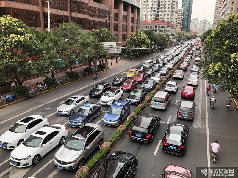 智能汽车概念股尽享政策红利