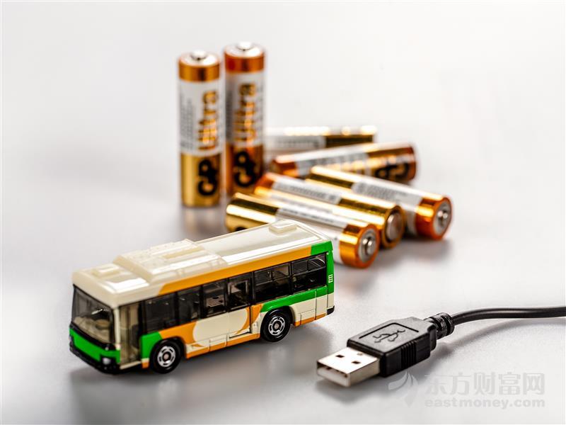 蔚来李斌:150kWh电池包上线 采用固态电池